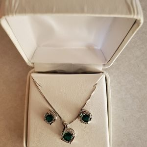 Emerald earring and necklace set